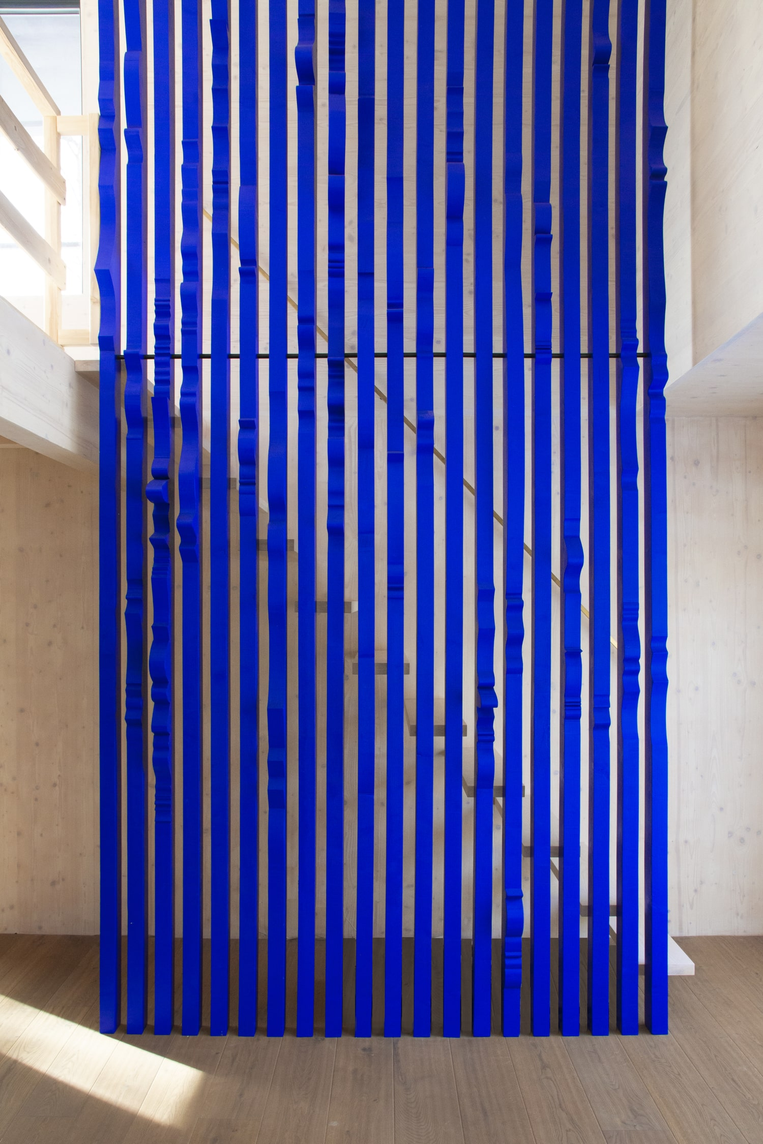 ultramarine staircase wall for private residence in milovice made of solid wood interior design by jiri krejcirik_4