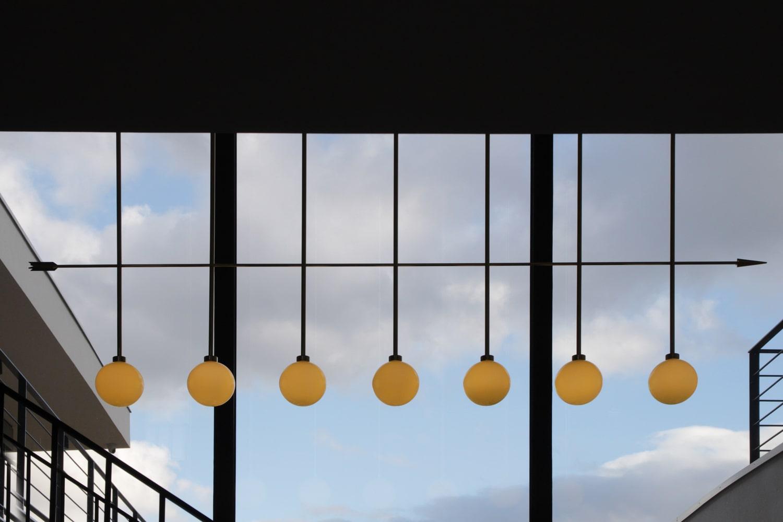 lighting-object-chandelier-arrow-site-specific-design-illumination-unique-svitidlo-lustr-svetelny-objekt-rony-plesl-jiri-krejcirik-11