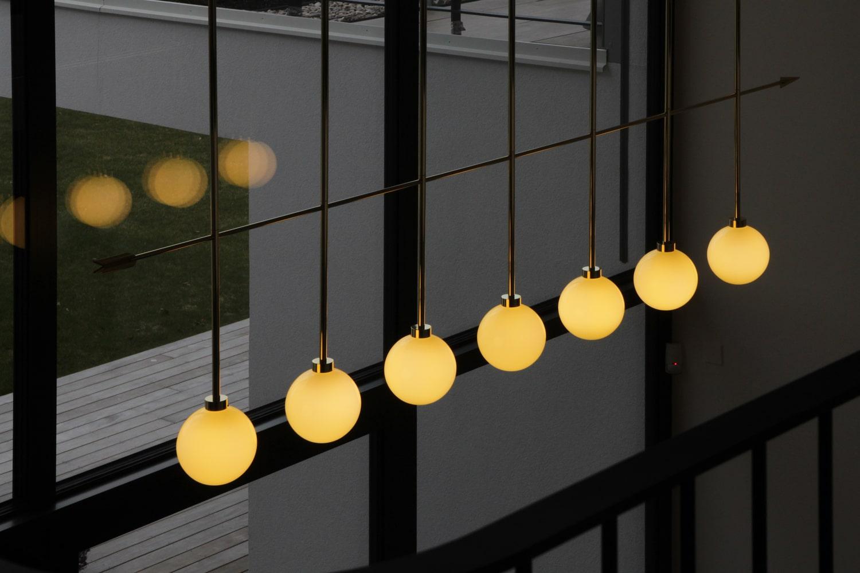 lighting-object-chandelier-arrow-site-specific-design-illumination-unique-svitidlo-lustr-svetelny-objekt-rony-plesl-jiri-klighting-object-chandelier-arrow-site-specific-design-illumination-unique-svitidlo-lustr-svetelny-objekt-rony-plesl-jiri-krejcirik-17rejcirik-17