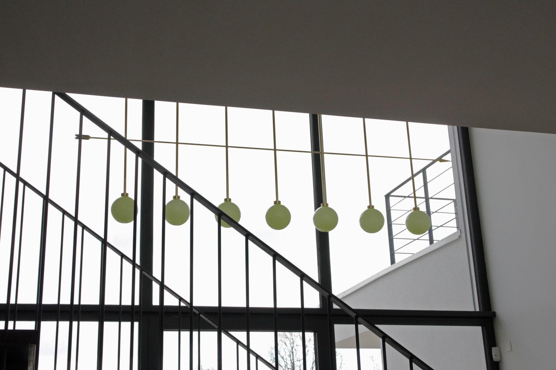 lighting-object-chandelier-arrow-site-specific-design-illumination-unique-svitidlo-lustr-svetelny-objekt-rony-plesl-jiri-krejcirik-2