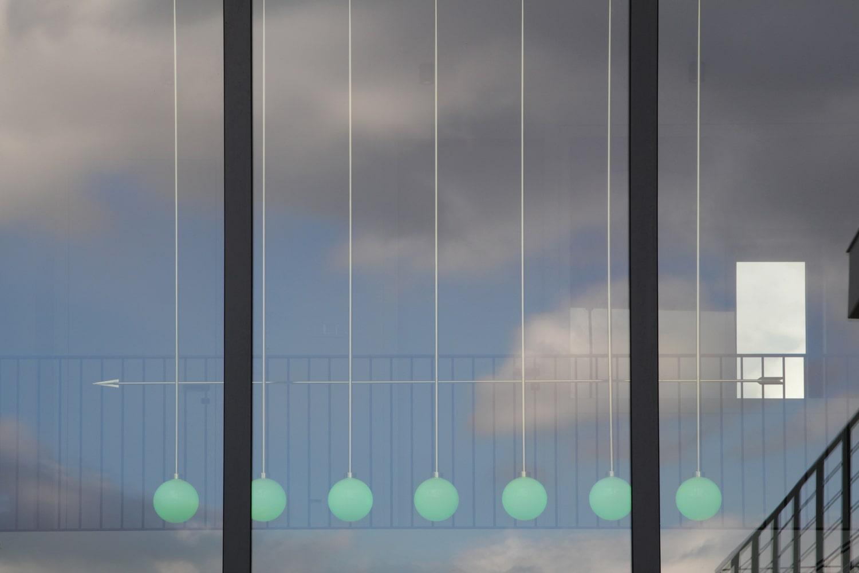 lighting-object-chandelier-arrow-site-specific-design-illumination-unique-svitidlo-lustr-svetelny-objekt-rony-plesl-jiri-krejcirik-9